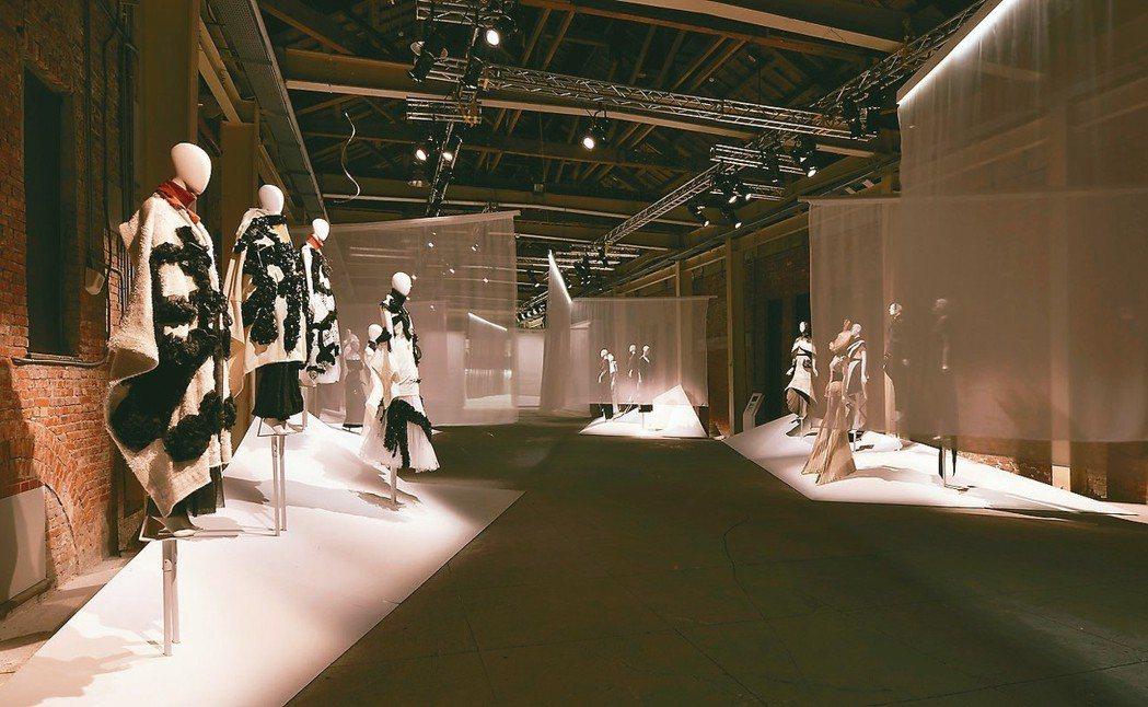 讀衣III 藝術時尚跨界展。 團團文創/提供