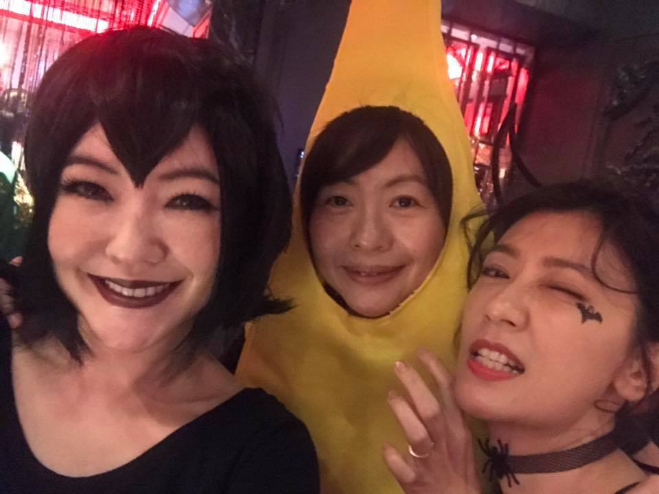 小S(左)與大姐(中)、賈靜雯(右)變裝出席萬聖節派對。 圖/擷自小S臉書