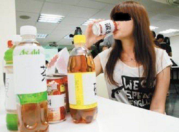如果平常把碳酸飲料當水喝,小心牙齒受害。圖非當事人,報系資料照