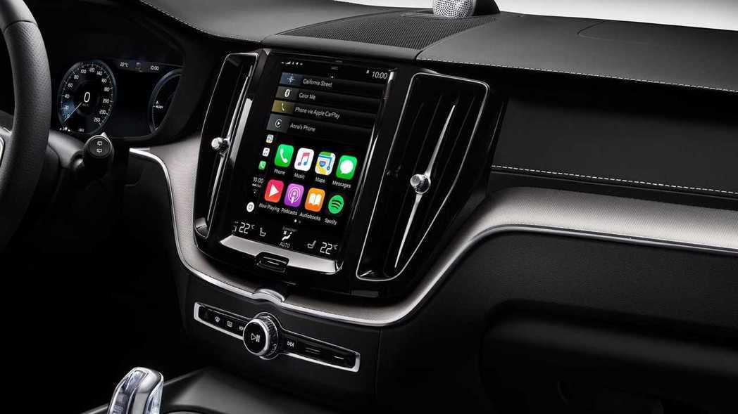 Volvo XC60採用與90旗艦車系同級的 Sensus人因智慧科技介面,結合9吋整合觸控螢幕中控台與12.3吋數位整合資訊儀錶組,展現獨一無二的北歐簡約奢華作風。 圖/Volvo提供