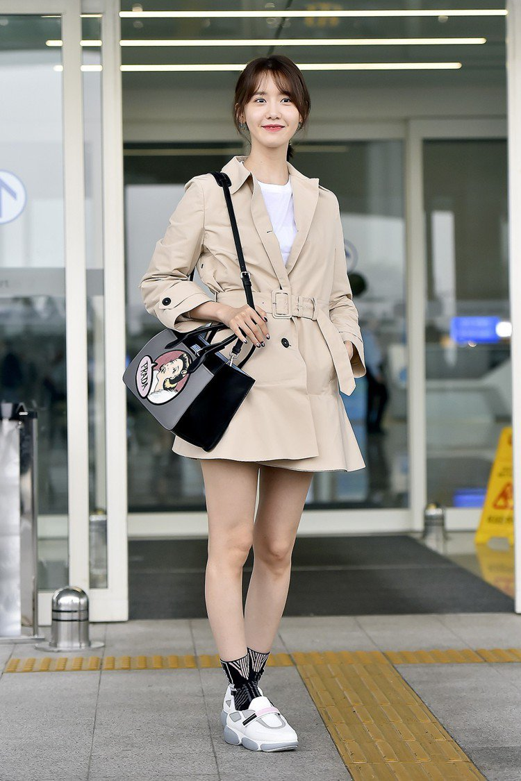 潤娥穿著Cloudbust運動鞋。圖/Prada提供