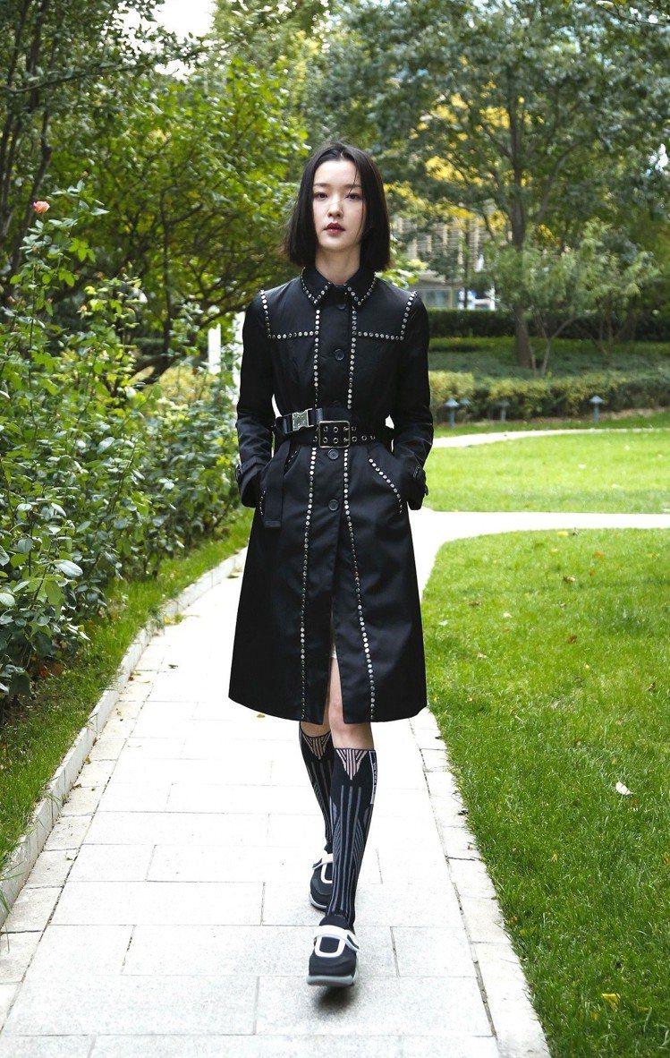 杜鵑全身穿著Prada服裝搭配Cloudbust運動鞋。圖/Prada提供