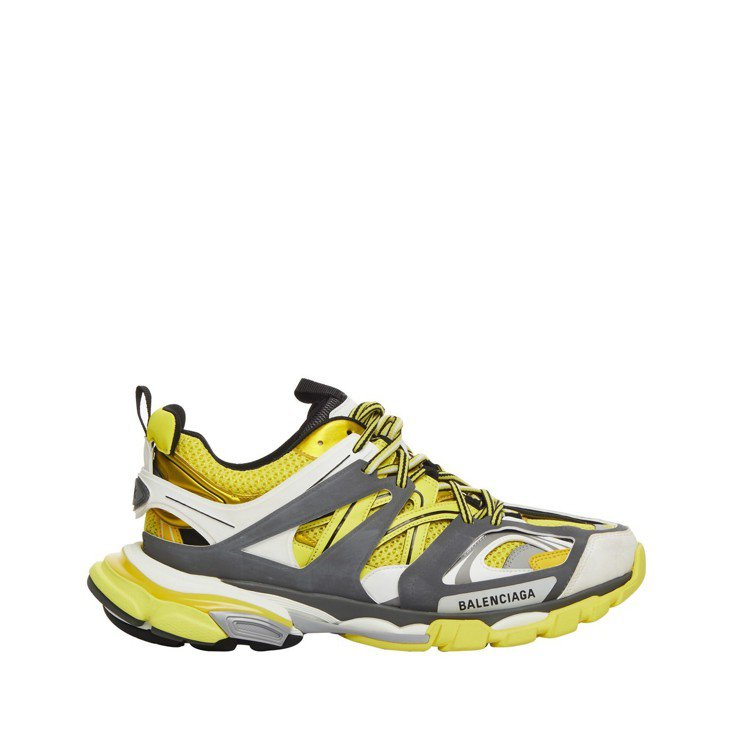 Track休閒鞋擁有延伸和加厚的鞋底、輕巧透氣的網料及層層疊加82個鞋身組裝而成...