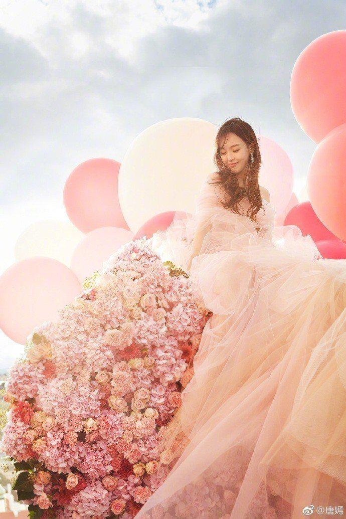 唐嫣宣告嫁給同是演員羅晉,並貼出一連串浪漫婚紗照。圖/摘自微博