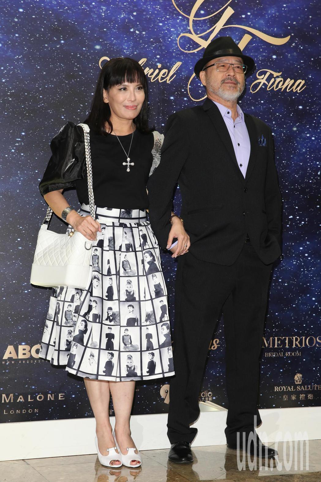 班鐵翔(右)與老婆Celine(左)今天參加藍鈞天與陳羽柔在台北君悅酒店舉辦的婚...