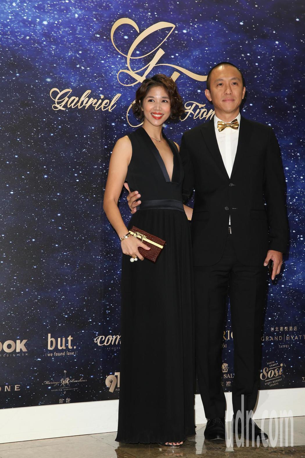 張心妍(左)今天參加藍鈞天與陳羽柔在台北君悅酒店舉辦的婚宴。記者葉信菉/攝影