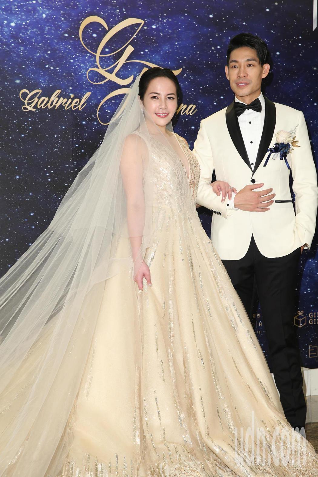 藍鈞天(右)與陳羽柔(左)今天在君悅飯店舉行婚宴。記者葉信菉/攝影