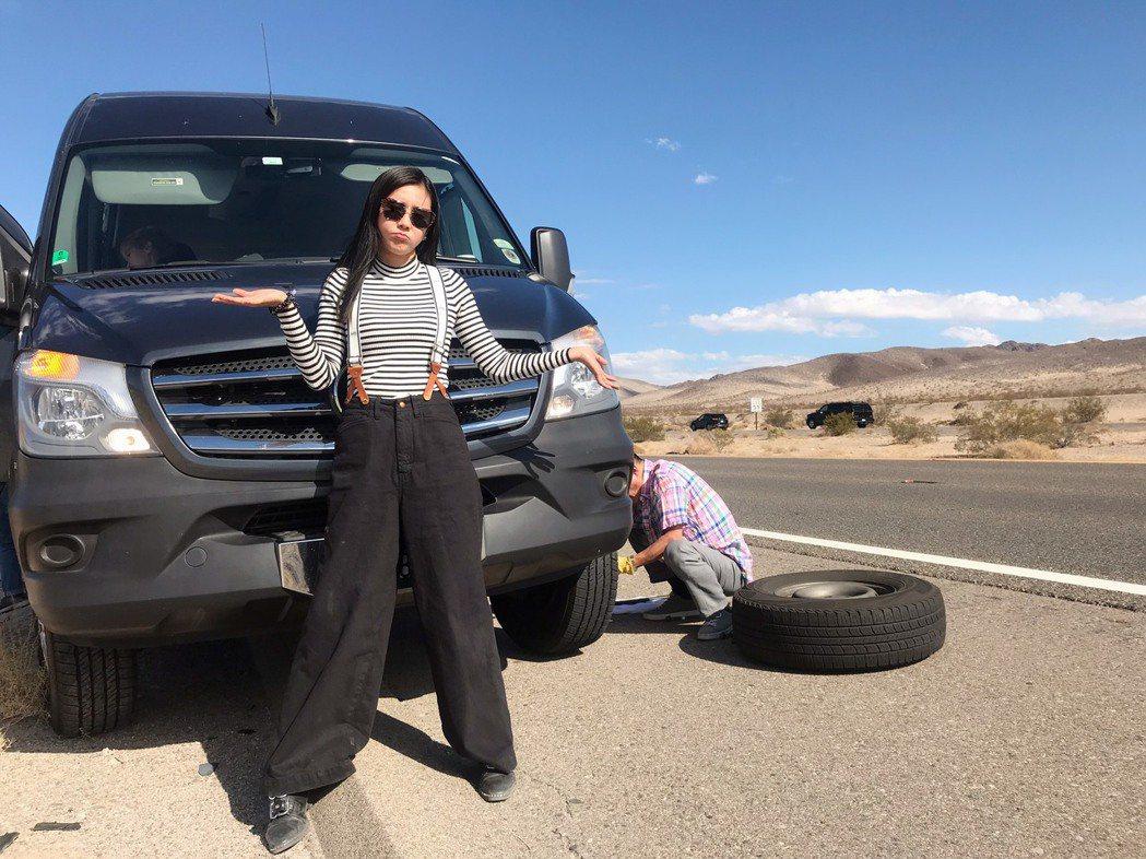 黃心娣和公司同事到美國旅遊,突發車子拋錨。圖/周子娛樂提供