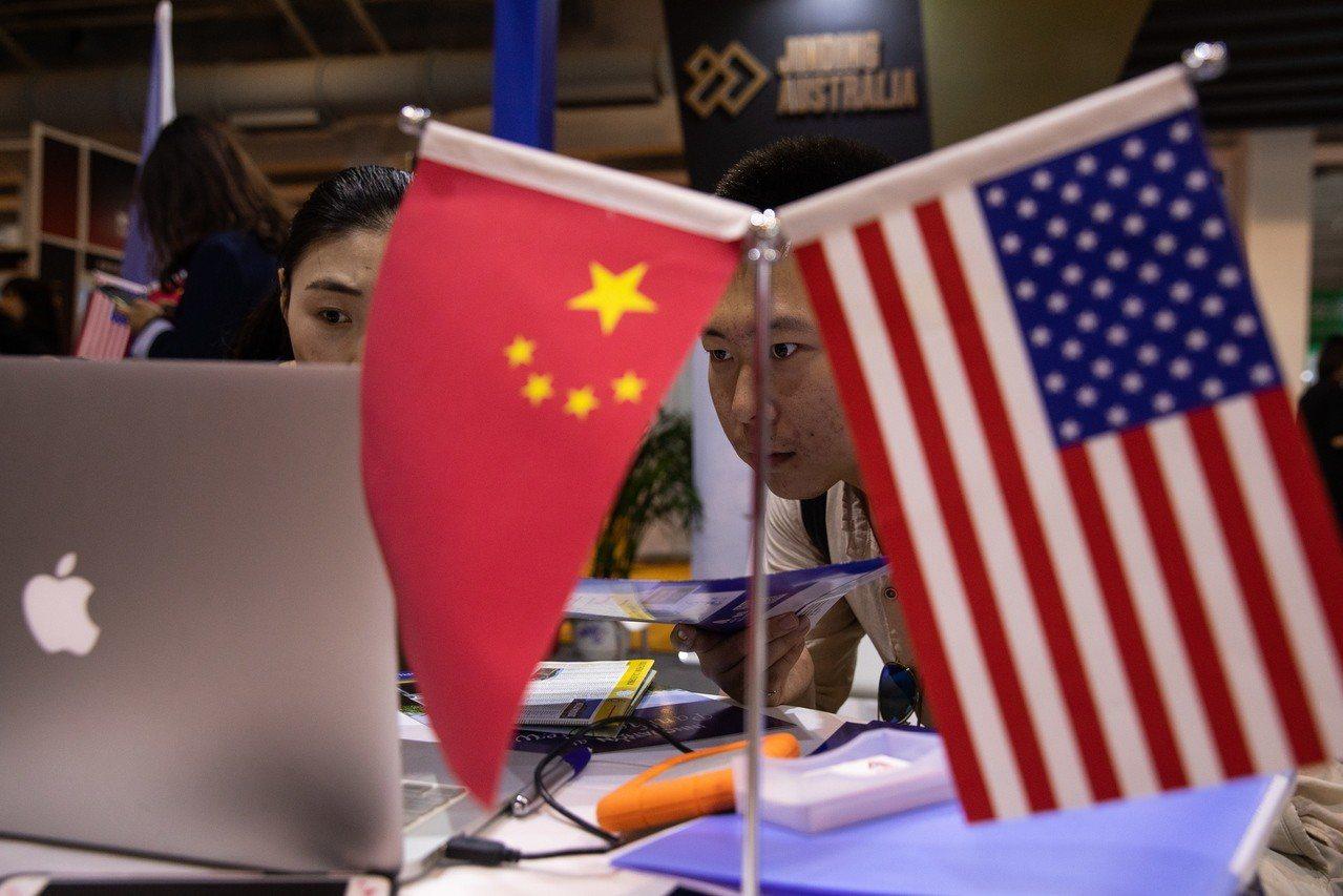 在美國總統川普發動貿易戰陰影下,企業投資大踩煞車,令人擔憂經濟難以持續擴張。 (...