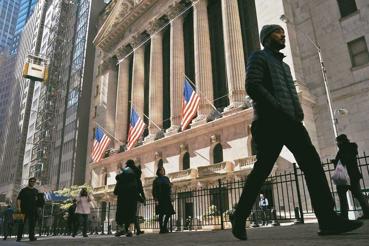 美國上季經濟成長率雖優於市場預期,但企業投資大踩煞車、加上美國總統川普發動貿易戰...