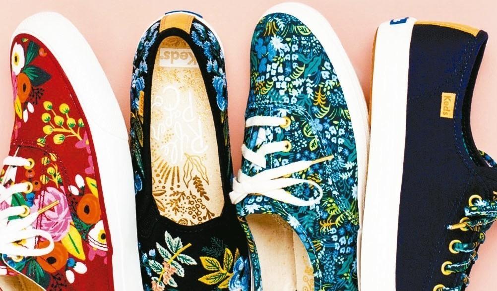 Keds與美國生活風格品牌RIFLE PAPER CO.合作推四款聯名鞋。 Ke...