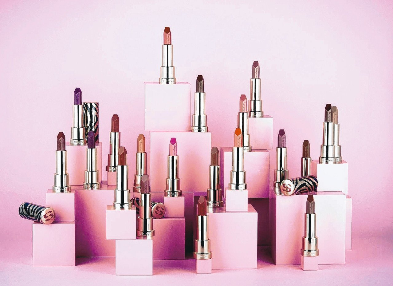全新20色的城市經典紅唇系列「植物絲絨持久唇膏」,橫跨四大色調。 Sisley/...