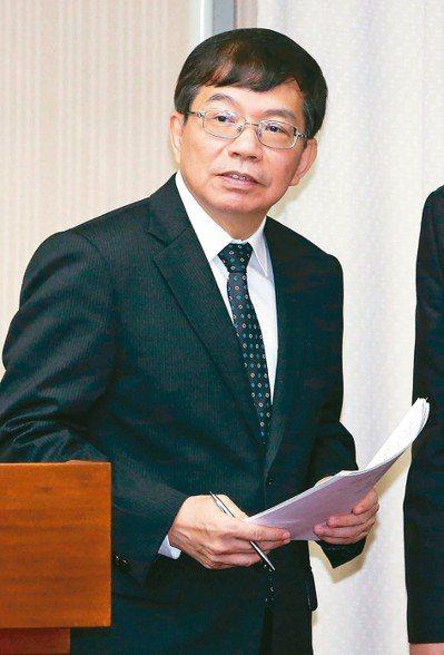 交通部次長王國材表示,台鐵特檢只是極短期的權宜措施。 記者胡經周/攝影