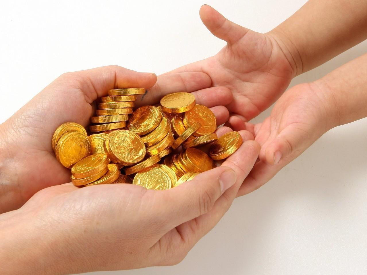 國人贈與財產向來以土地為最多,可是有錢人的贈與,跟你我想的不太一樣。圖/聯合報系...