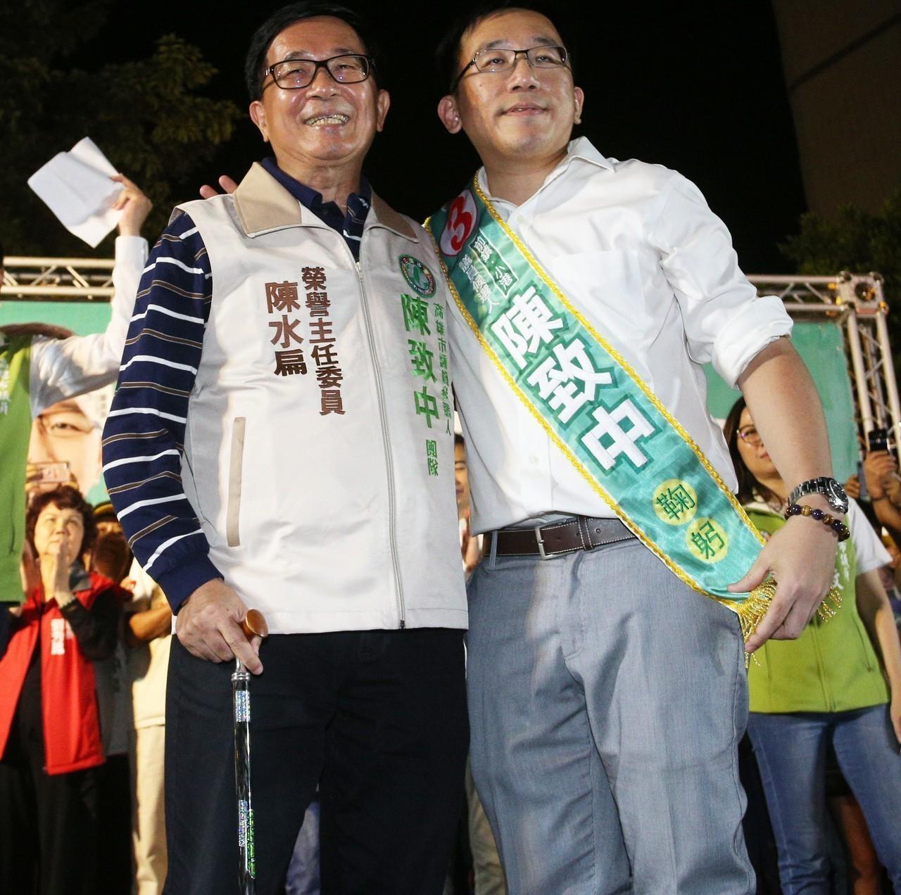 前總統陳水扁(左)今年全力為兒子陳致中衝刺議員選情。記者劉學聖/攝影