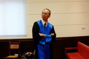 憶林紀元法官:如何寫出像德布西《月光》的判決?