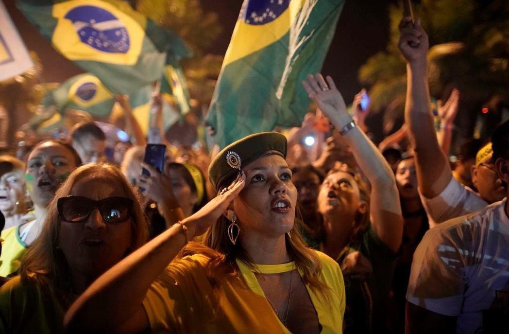 「熱帶川普」博索納羅(Jair Bolsonaro)28日奪下超過55%的選票,...