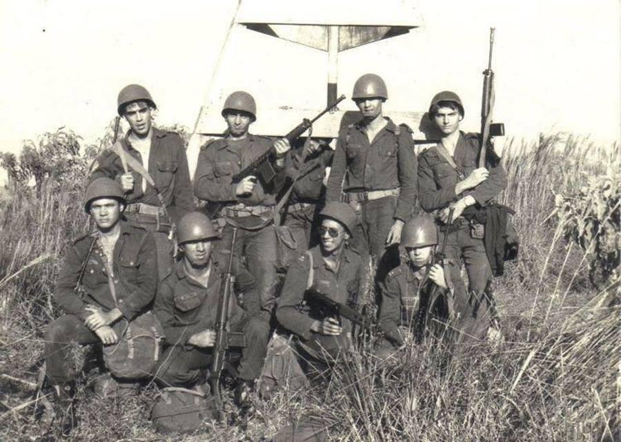 巴西軍事獨裁政權統治期間,博索納羅曾是職業軍官,直到民主化後,才以陸軍砲兵上尉的...