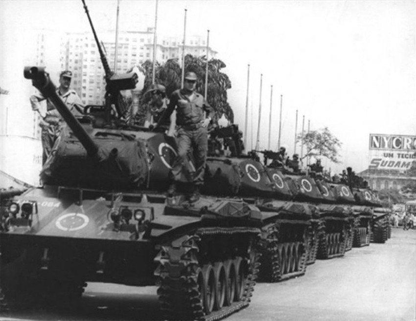 1964年3月,巴西軍方發動一連串政變,建立持續了21年的獨裁統治。此時席捲拉美...