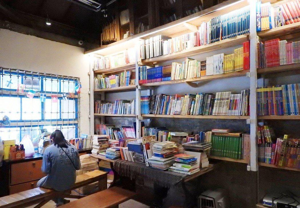 葉家豪回鄉打造螢火蟲公益書屋,除陪伴當地學童閱讀課輔。  記者祁容玉/攝影