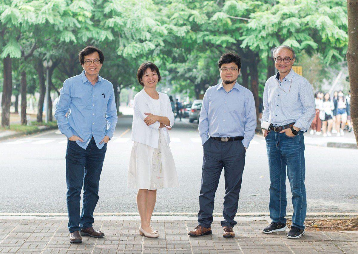 全新的中正企管專班由四大名師鍾憲瑞、連雅慧、艾昌瑞、曾光華領軍策劃,四人共五個博...