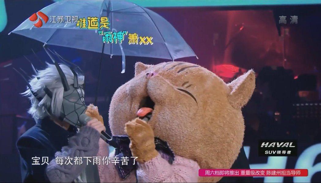 青峰瘋狂暗示另一位蒙面歌手的身份。 圖/擷自Youtube