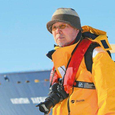 池田宏(圖)要用照片提醒大家愛惜南極淨土。他的攝影作品中,企鵝常是主角。圖/翻攝...