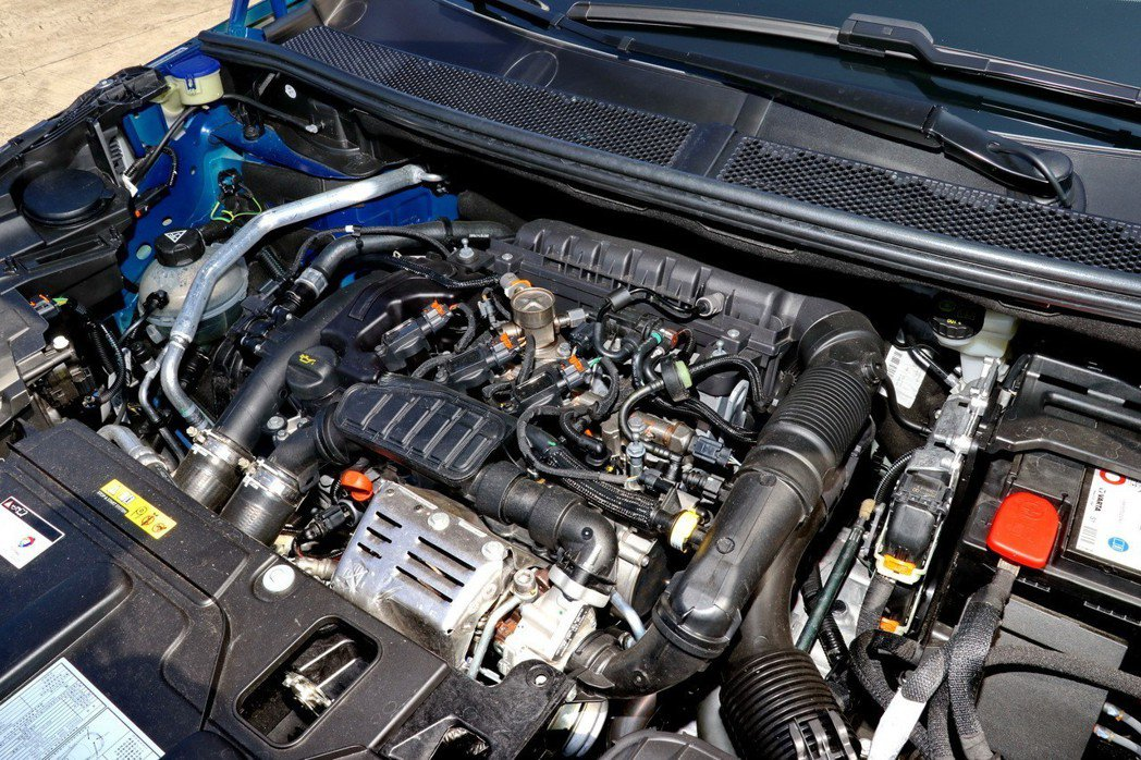屢獲國際引擎大獎肯定的1.2 PureTech渦輪增壓引擎。 記者陳威任/攝影