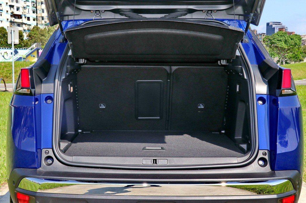 後車廂部分在一般情況下可以提供520公升的表現。 記者陳威任/攝影
