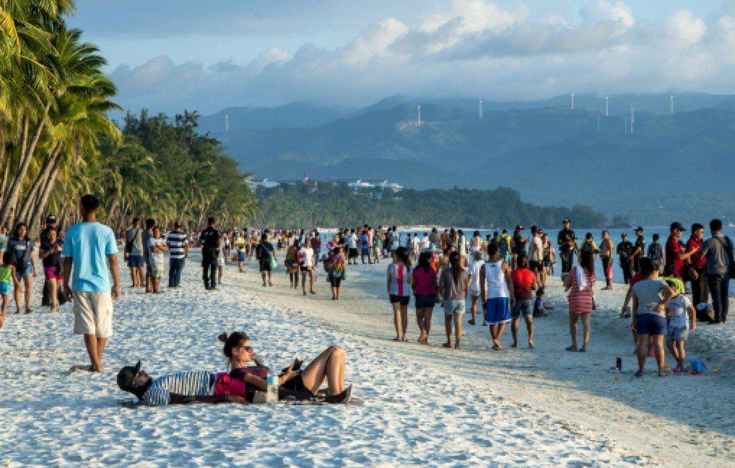經過半年全面封島的暫別,菲律賓觀光勝地長灘島重開大門。圖/歐新社