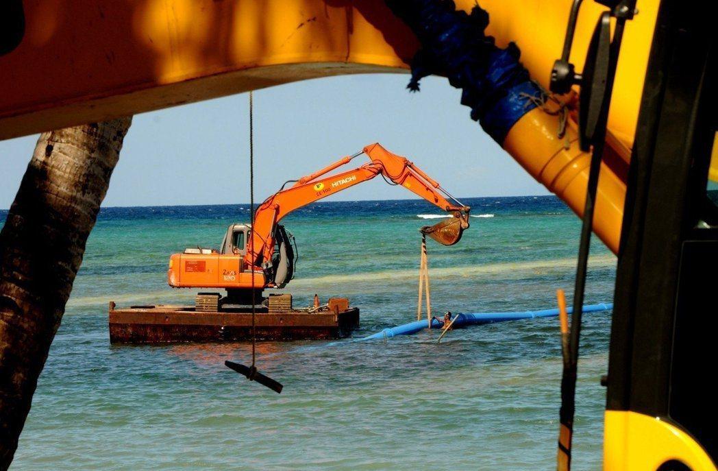 菲律賓總統杜特蒂2月怒斥長灘島淪為「化糞池」,政府部門4月下旬起封島整頓。圖/歐...