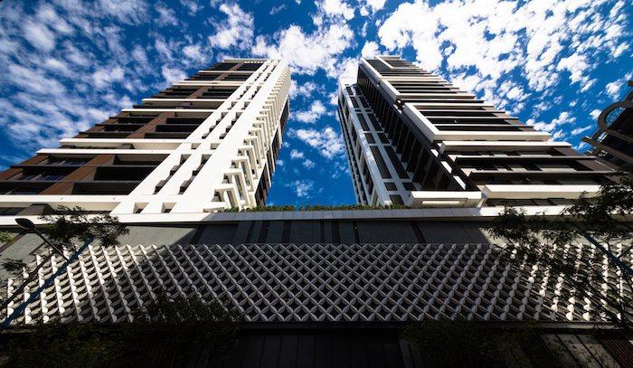 「馥華雲鼎」凌空108米建築壯觀氣勢,一層一戶、一戶一梯廳,是板橋縣民大道上耀眼...