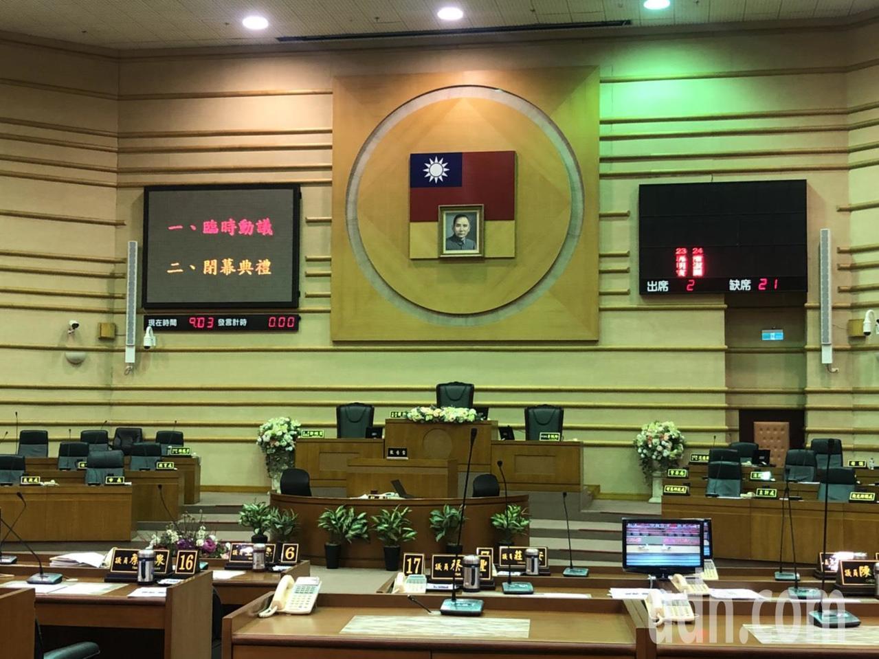 嘉義市議會5天臨時會今天上午9點半閉幕,議長蕭淑麗早上在臉書以「北音寧,南醒哲」...