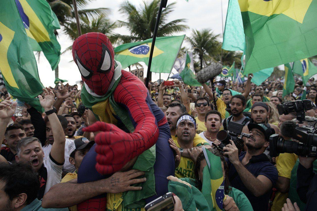 經常發表爭議言論、被拿來與川普相提並論的極右派候選人波索納洛28日贏得巴西總統大...