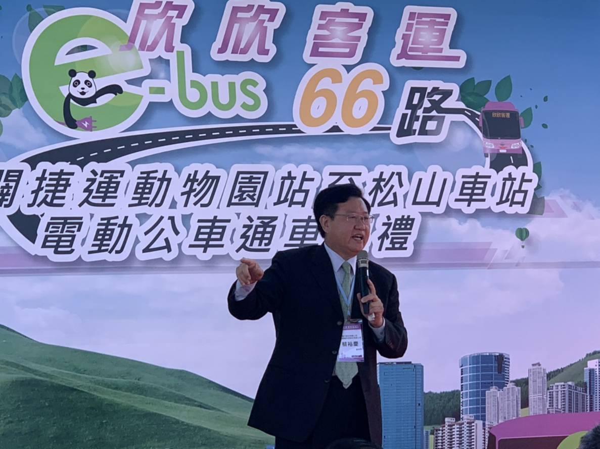 車王電、華德動董事長蔡裕慶今天宣布車王電及華德擴大電動車布局。(黃淑惠)