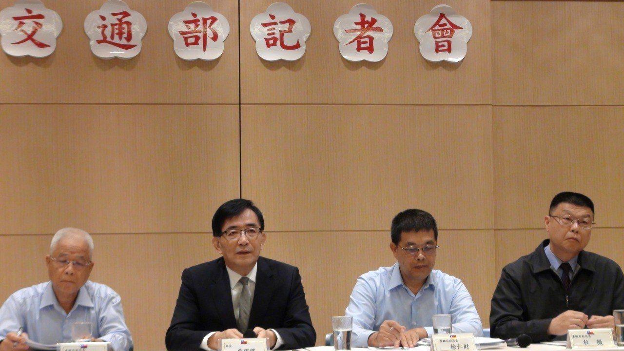 交通部今天舉行臨時記者會,部長吳宏謀表示,很感謝張政源政能放下政次的工作,全心全...