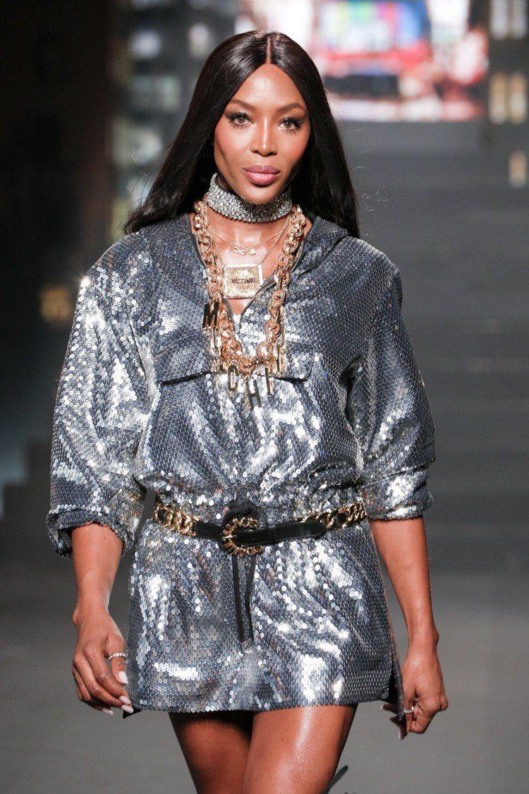超模Naomi Campbell壓軸登場為Moschino [tv] H&M系列...