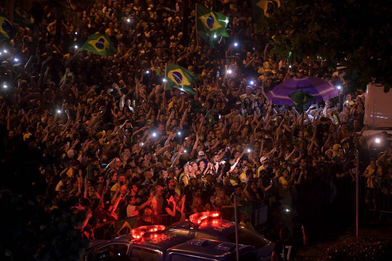 支持者慶祝波索納洛當選總統。法新社