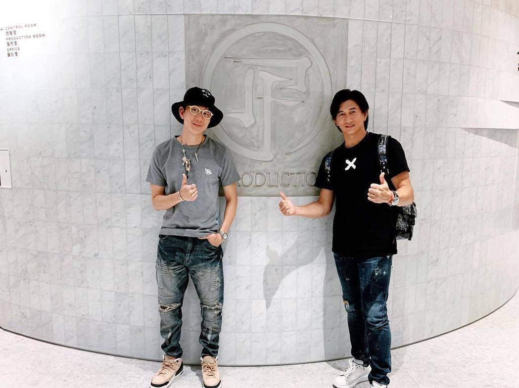 林俊傑(左)和吳奇隆同框,兩人被讚是不老男神。圖/摘自IG