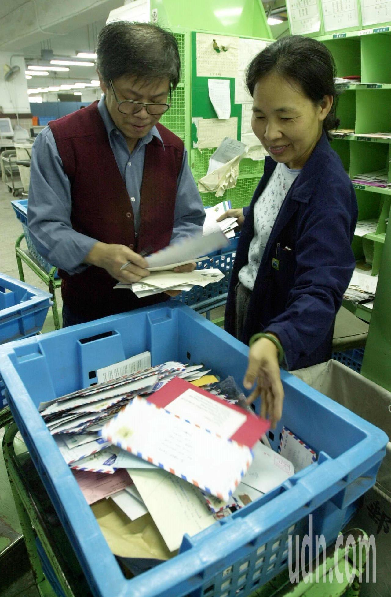 中華郵政將放寬專營權,單份郵件500公克、郵資104元以上信件都可以開放民間公司...
