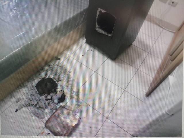鄰居呂男找來8名共犯,一起破壞保險箱。圖/警方提供