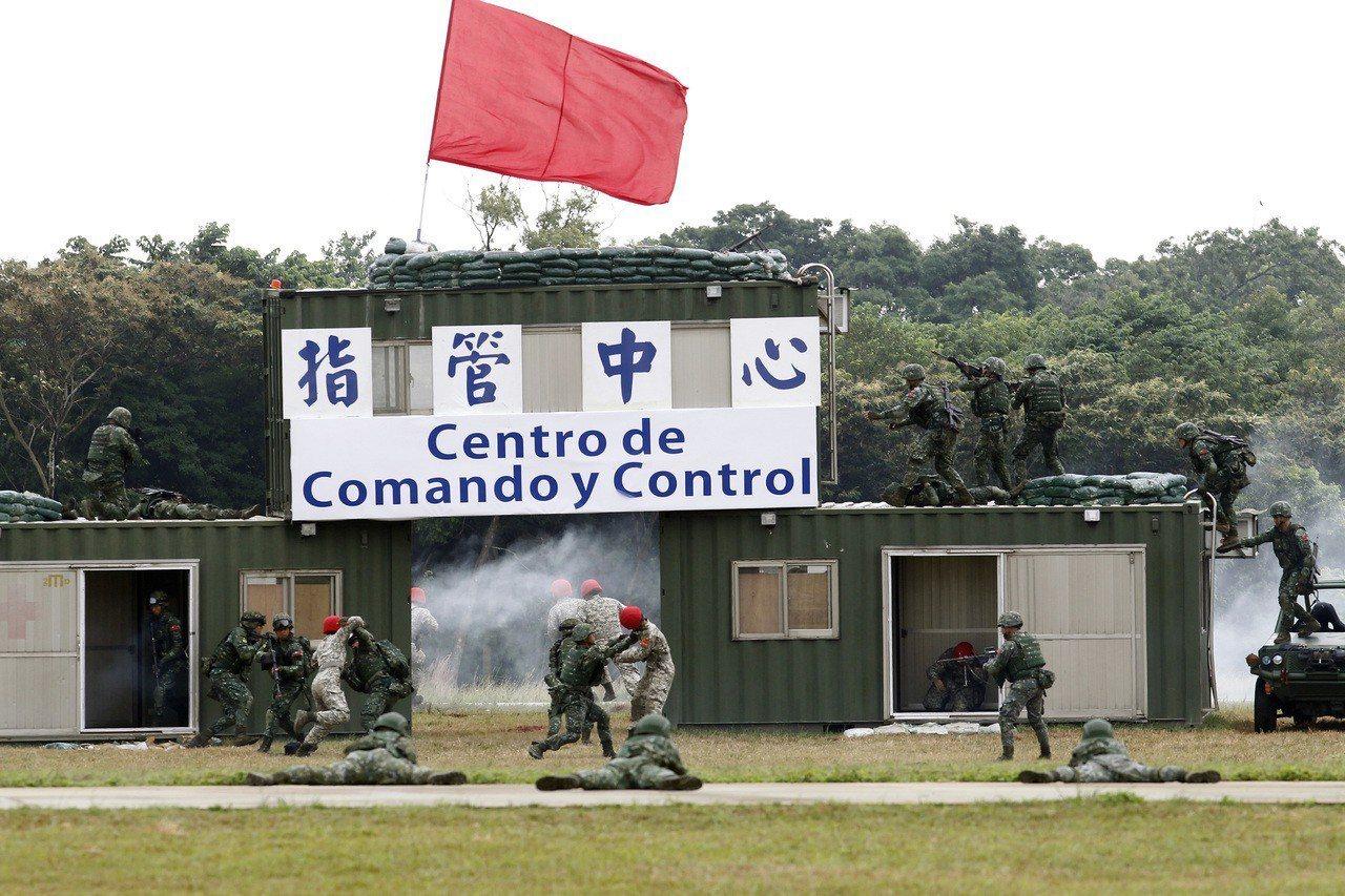 路透報導,儘管台灣與大陸關係緊張,台灣許多年輕人認為入伍從軍是浪費時間。圖為國軍...
