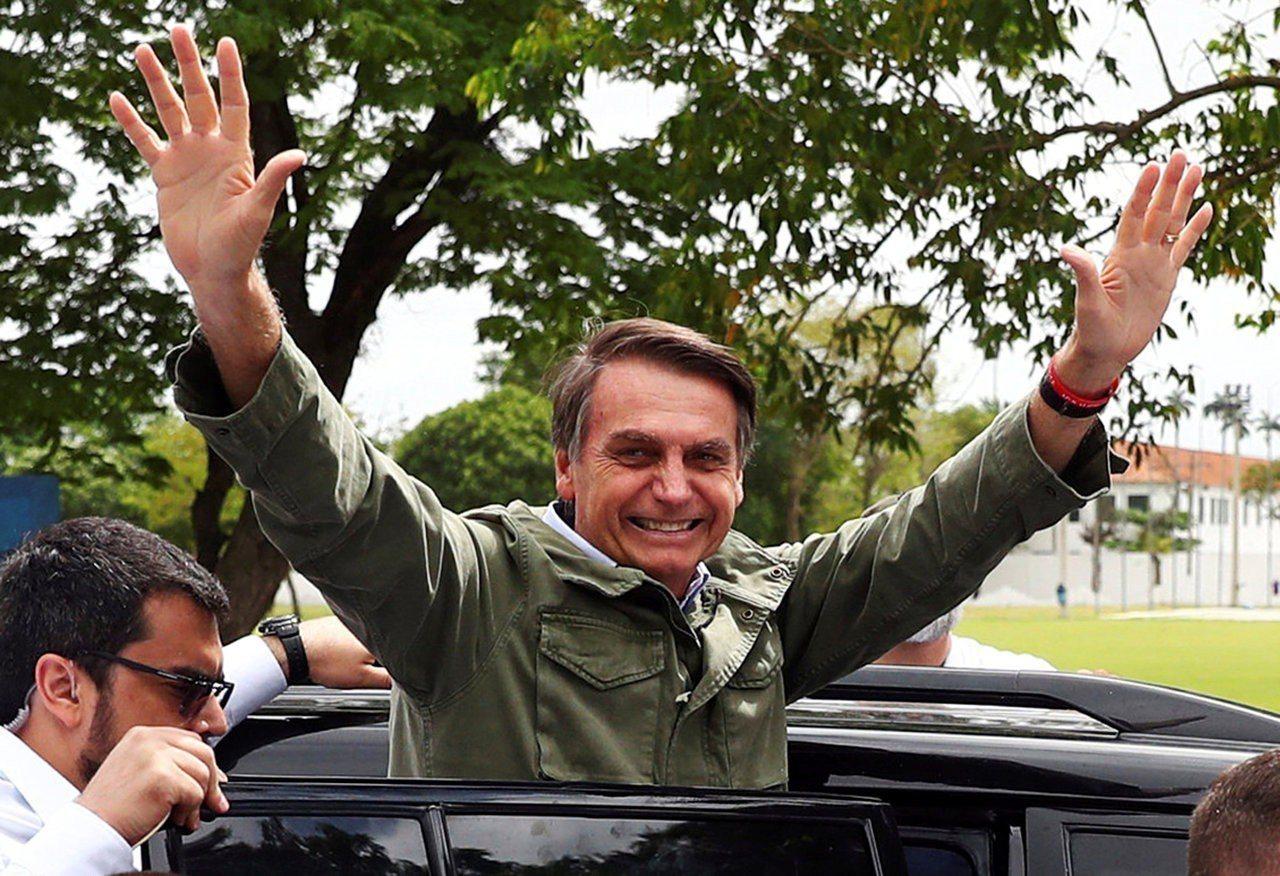 巴西自由社會黨總統候選人波索納洛,28日以逾55%的得票率,在第二輪投票中脫穎而...