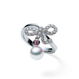 迪麗熱巴配戴的MIKIMOTO Dancing Lines Collection...