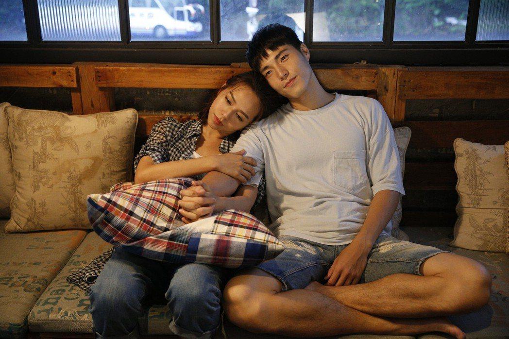 夏于喬(左)、唐振剛擔任「你是答案」MV的男、女主角。圖/福茂唱片提供