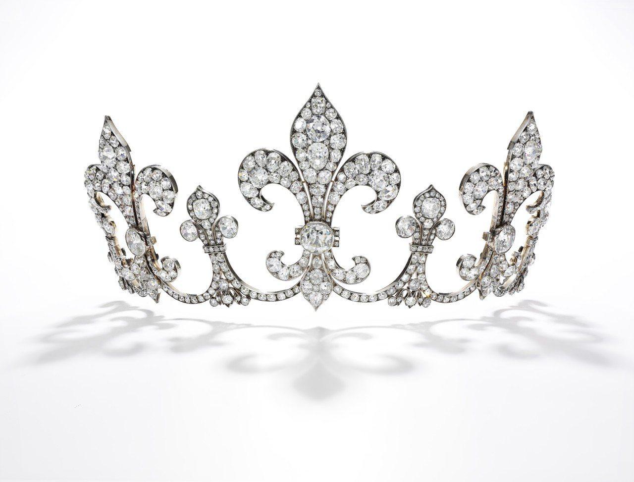 從法國國王及波旁王朝統治者查理十世的騎士團胸針上取出的寶時重新打造的冠鑽石冠冕,...
