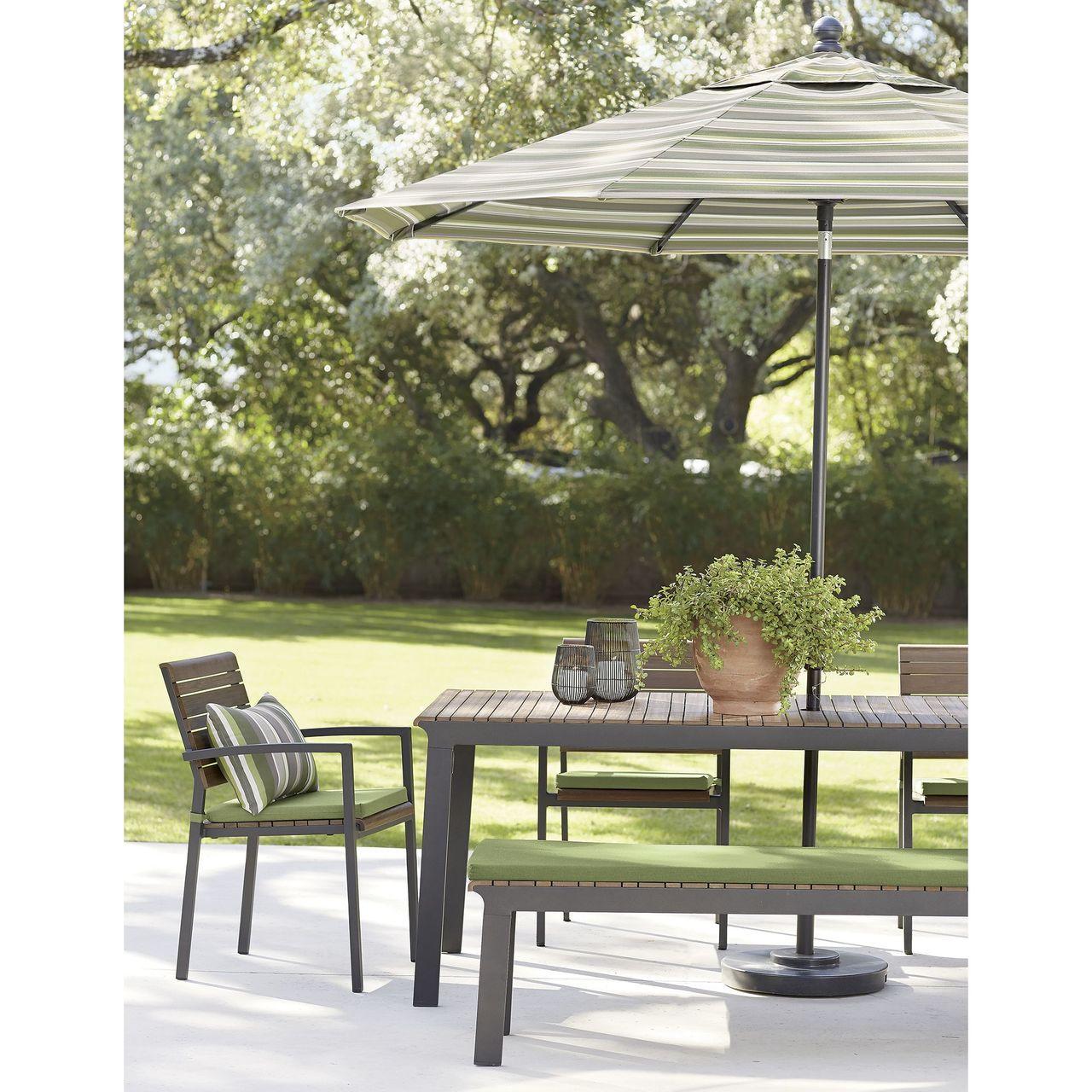 Rocha II戶外餐桌,原價32,000元;Rocha II戶外扶手餐椅,原價...