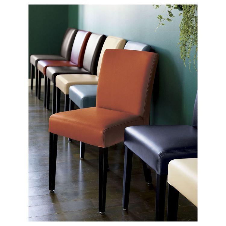 LOWE皮質餐椅,原價8,900元,現場享3至7折不等優惠。圖/Crate an...