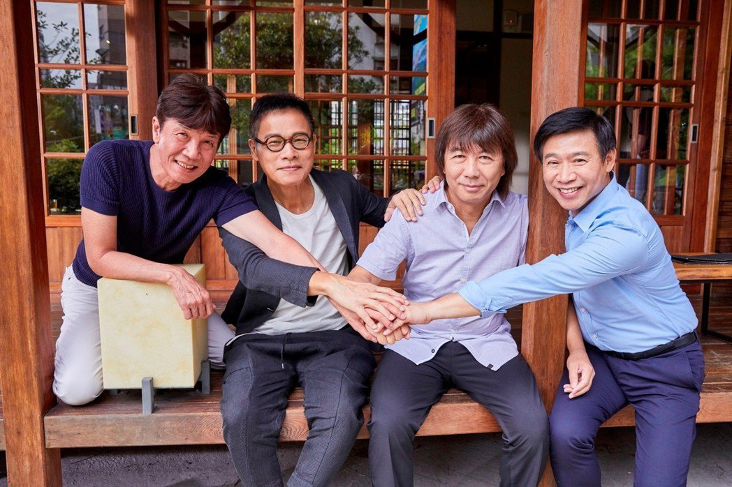 羅大佑(左二)曾和李壽全(右二)合拍MV。圖/Legacy提供