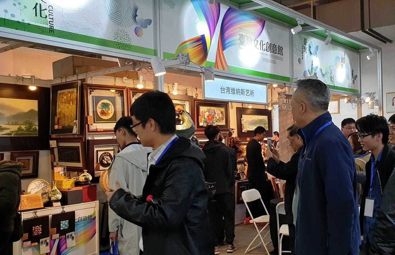「臺灣文化創意館」吸引大批人潮湧入參觀。貿協 /提供
